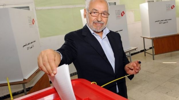 Islamist Ennahda party leader Rached Ghannouchi casts his vote on October 23, 2011 in Tunis.