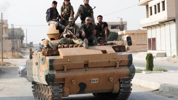Rebeldes sirios que combaten a las fuerzas de Bashar al Asad.
