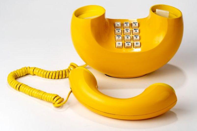 Telefone plástico