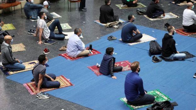 مصلون مسلمون في كنيسة ألمانية