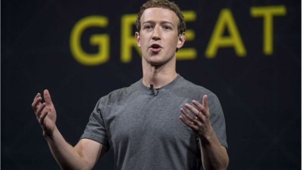 Mark Zuckerberg con camiseta gris
