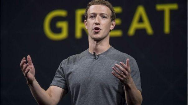 Mark Zuckerberg con camiseta gris