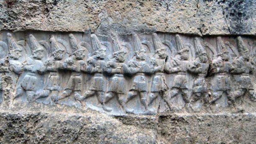 Una procesión de 12 dioses hititas.