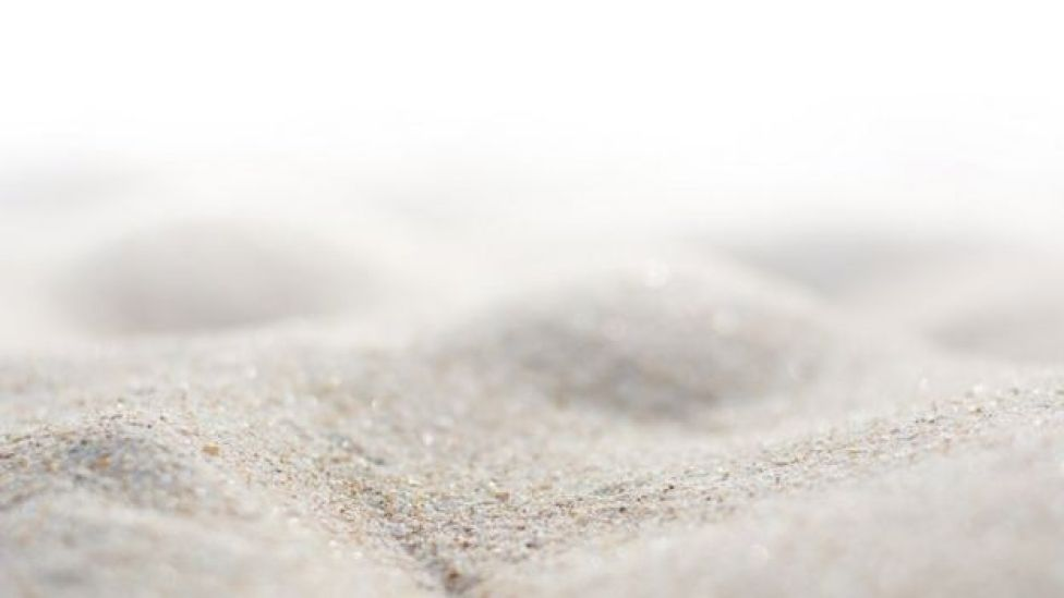 Gary Greenberg her kum tanesinin bir milimetrenin 10'da 1'i kadar olduğunu söylüyor