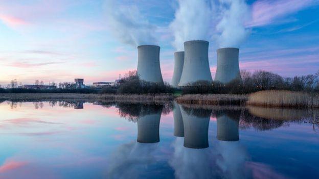 Torres de una central nuclear