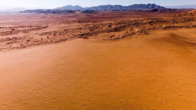Um dos grandes mistérios do deserto da Namíbia é um fenômeno geomórfico conhecido como 'círculos de fadas'