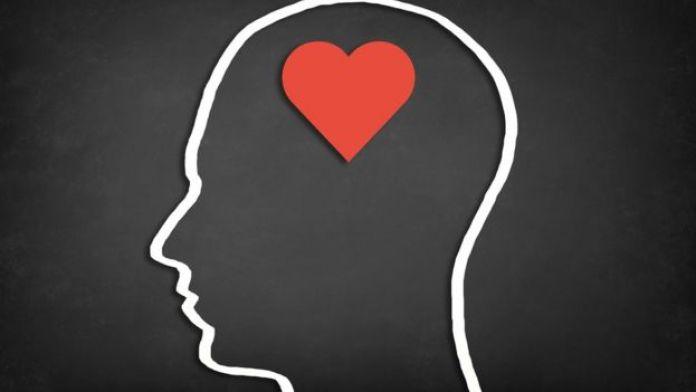 Foto de cerebro con corazón