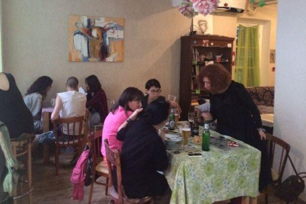 Kiwi cafe interior