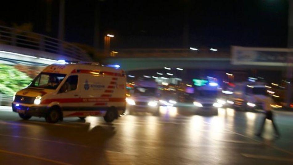 Ambulancias rumbo al aeropuerto de Estambul.