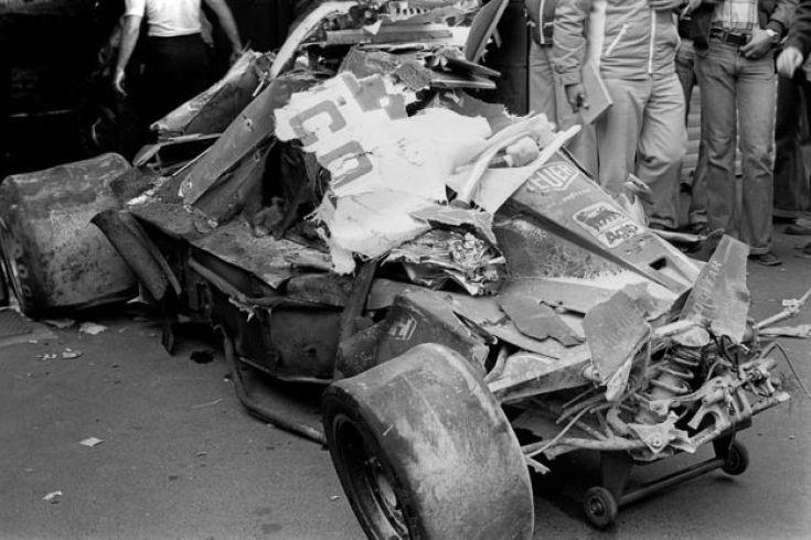 Así quedó el Ferrari de Lauda tras su accidente en Nurburgring en 1976.