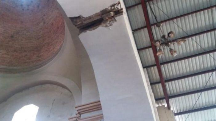 Arco dañado de la iglesia
