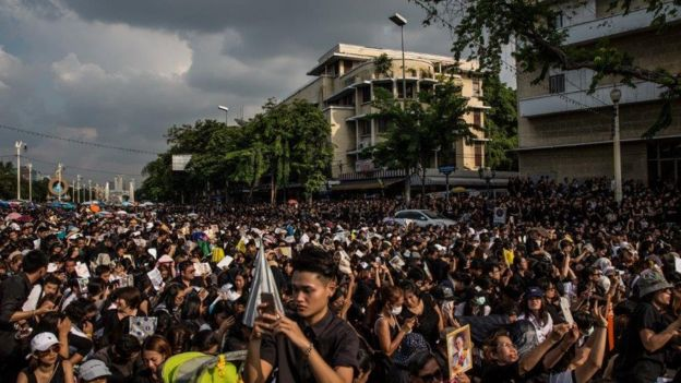 People mourn king's death in central Bangkok