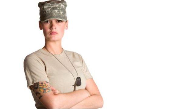 Soldado com tatuagem