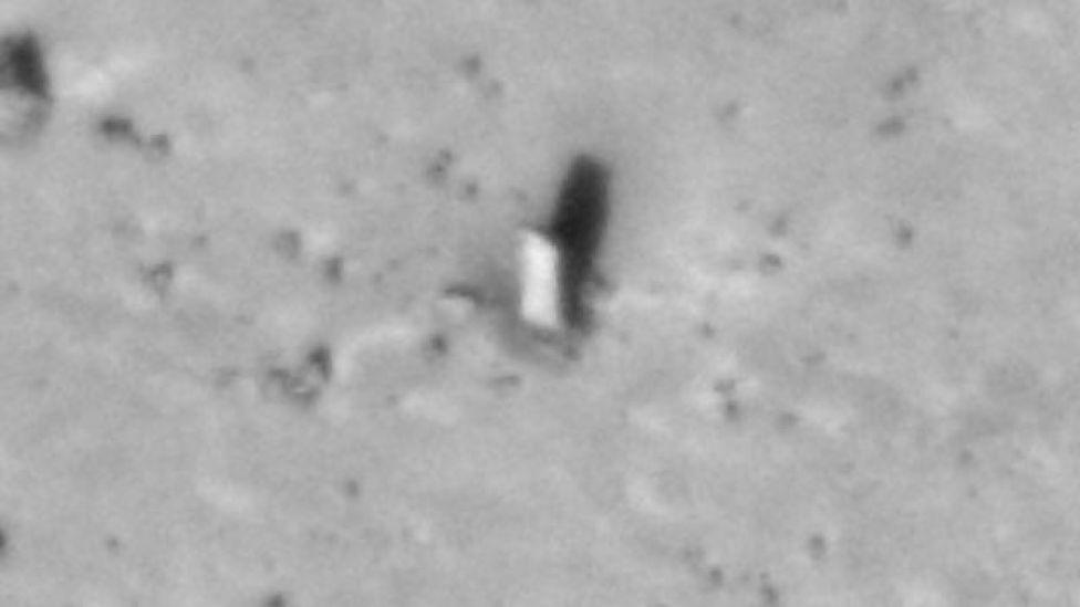 El monolito en la luna de Marte