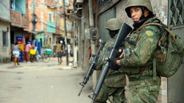 Operação militar na favela Kelson's, no Rio de Janeiro
