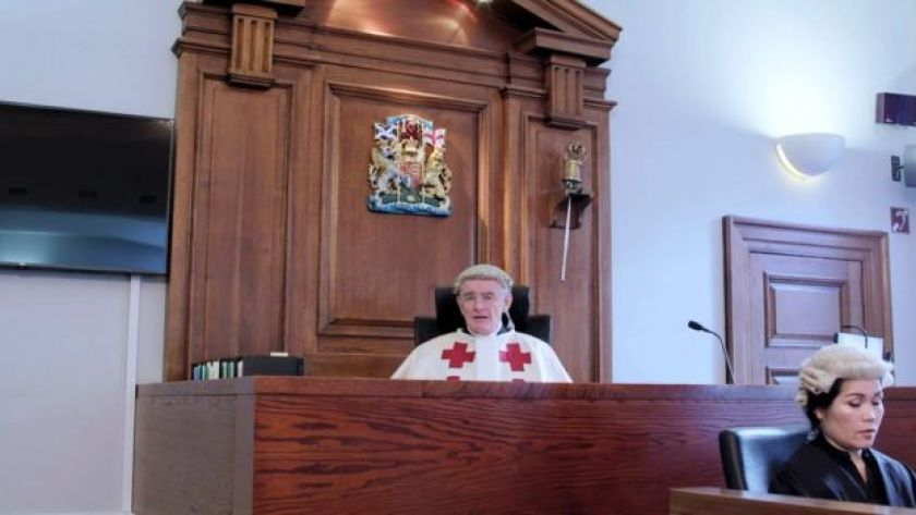 Judge presides over mock jury in court research