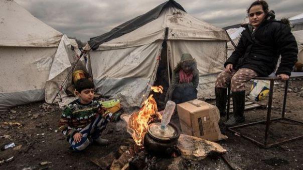 Niños en el campo de refugiados de Dunkirk, en Francia.
