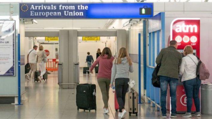 Geçiş döneminde İngiltere vatandaşları AB vatandaşlarıyla aynı haklara sahip olacak