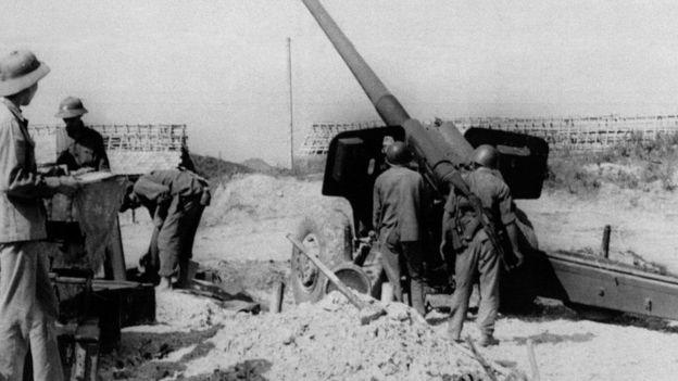 Một đơn vị pháo của Quân đội Việt Nam tại tỉnh Lạng Sơn đang chiến đấu chống lại cuộc xâm lấn của Trung Quốc tháng Hai năm 1979.
