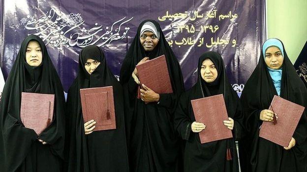 طلاب غیر ایرانی مدرسه جامعه المصطفی