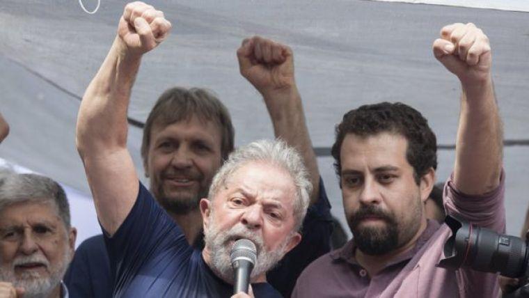 Lula em discurso com Boulos