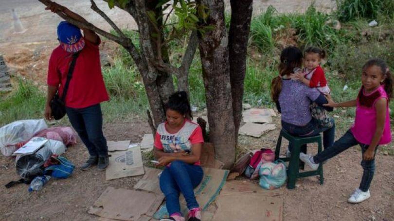 Venezuelanos na rua em Pacaraima