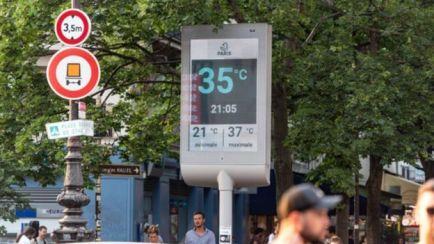 Termômetro marca 35º C às 21h05