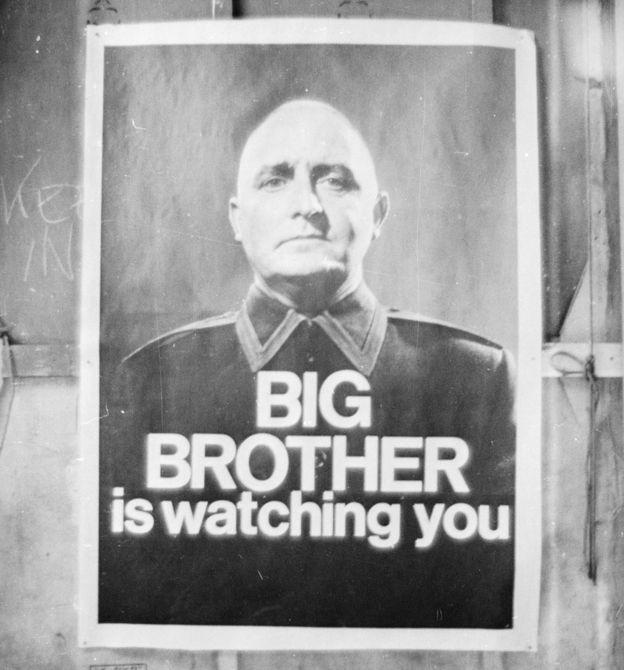 Un poster que dice