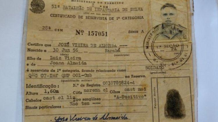 Certificado de reservista de José Vieira, que teria sido falsificada pelo Exército