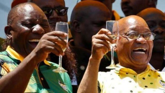 La direction de l'ANC pourrait demander à Jacob Zuma (à droite) de démissionner.