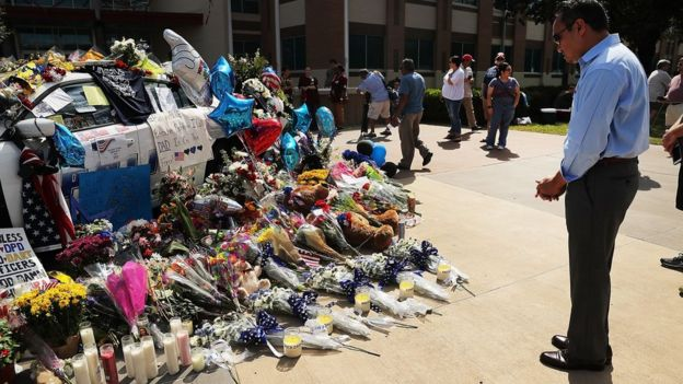 Mourners at a police car in Dallas