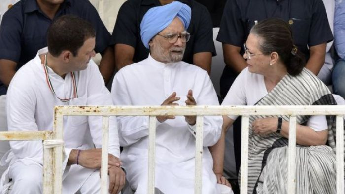 Former Congress President Sonia Gandhi, former Prime Minister Manmohan Singh and Congress President Rahul Gandhi during a meeting.