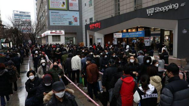 Centro de Seúl durante la crisis del coronavirus.