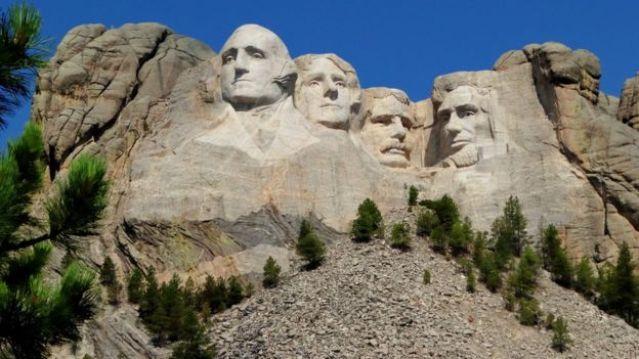 Esculturas das cabeças dos ex-presidentes americanos em Monte Rushmore