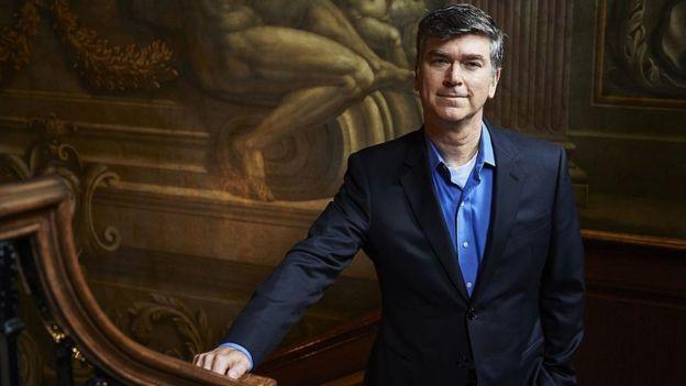 Christopher Marinello, director de Art Recovery Group, posa para una fotografía en el centro de Londres.