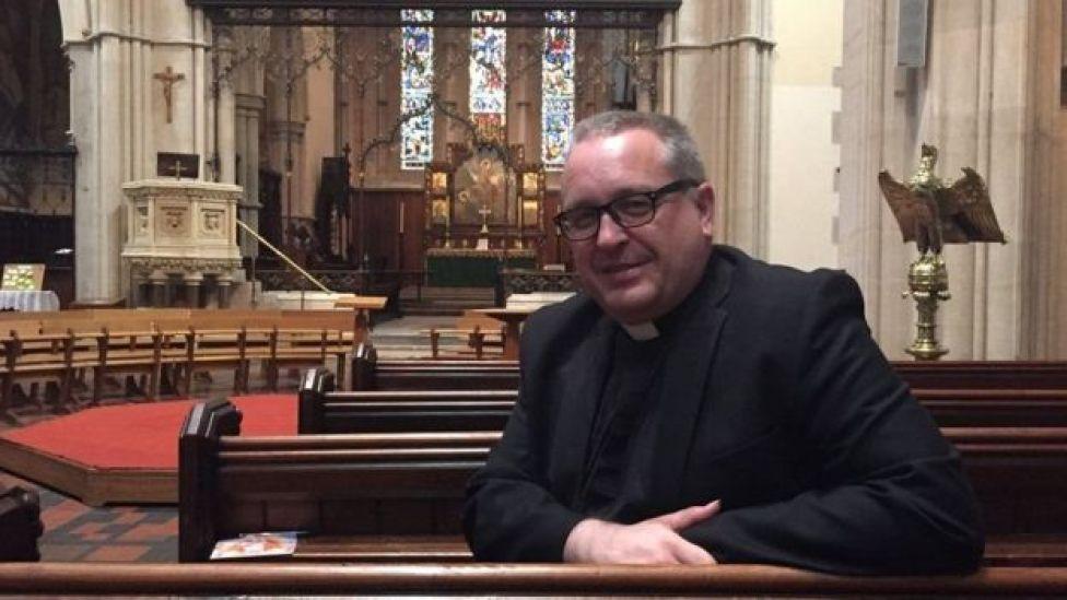 Reverendo Kelvin Holdworth, responsável pela Catedral de St Mary, em Glasgow