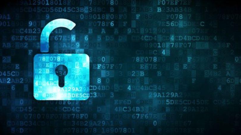 Ilustração de um cadeado, com números e letras ao fundo, representando o mundo digital