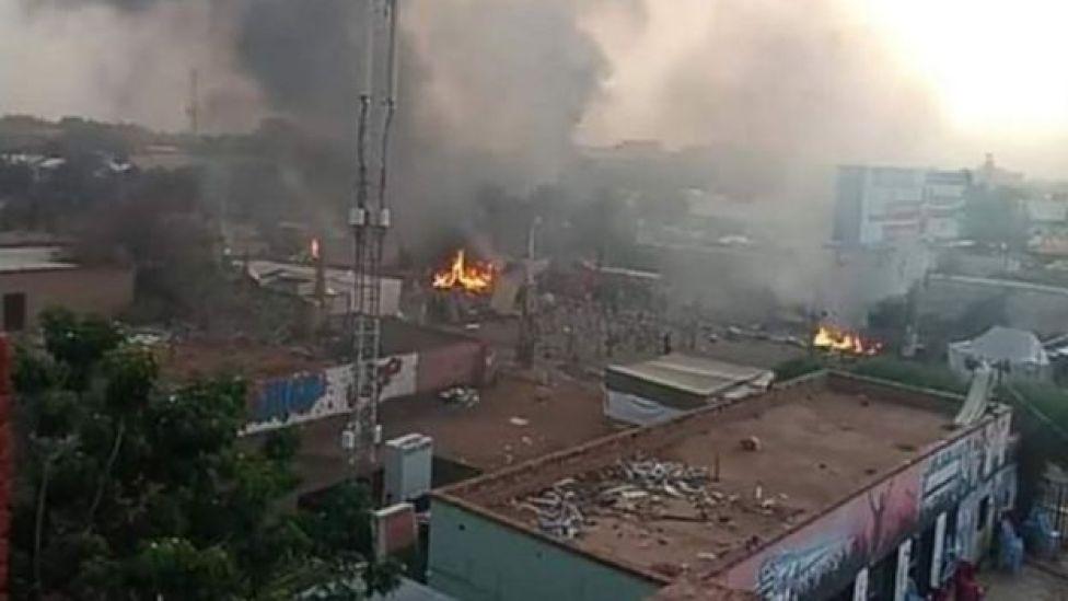 بعض الحرائق بدأت تندلع في المكان