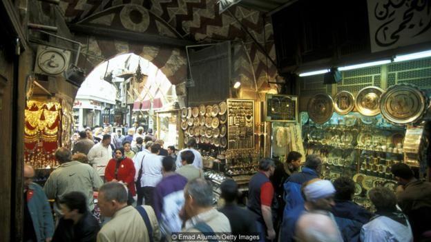 Cairo là thành phố đông dân nhất châu Phi, với hơn 20 triệu người sống ở khu đô thị chính.