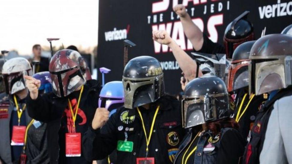 Fanáticos con trajes de la película.