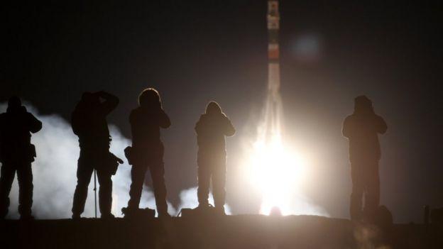 Nave Soyuz despega rumbo a la ISS con tres astronautas a bordo