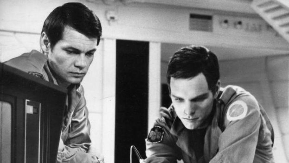 Los actores Gary Lockwood (izquierda) y Keir Dullea (dereha) en una escena de '2001: Una odisea del espacio', dirigida por Stanley Kubrick (1968)