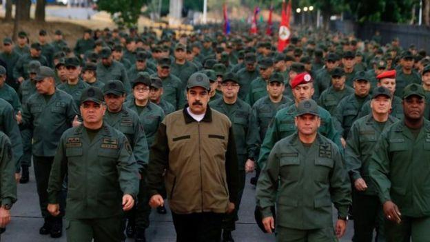 Nicolás Maduro con militares