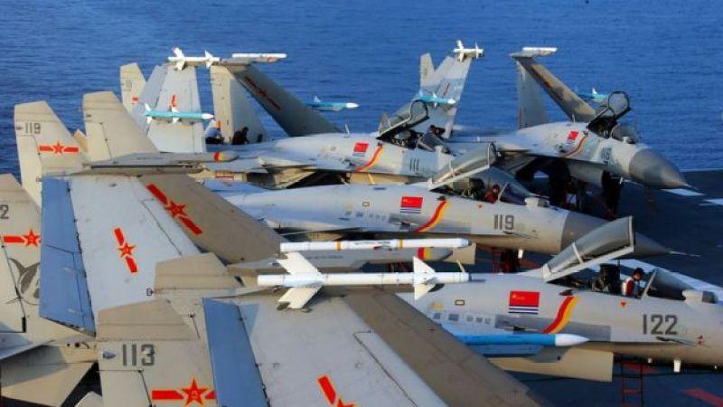 Cazabombarderos J15 a bordo del portaviones chino Liaoning.