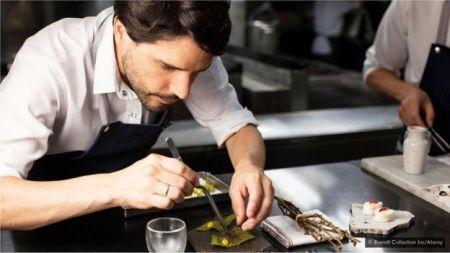 Grandes chefs, como Virgilio Martinez, estão apresentando diferentes variedades de batata em suas criações