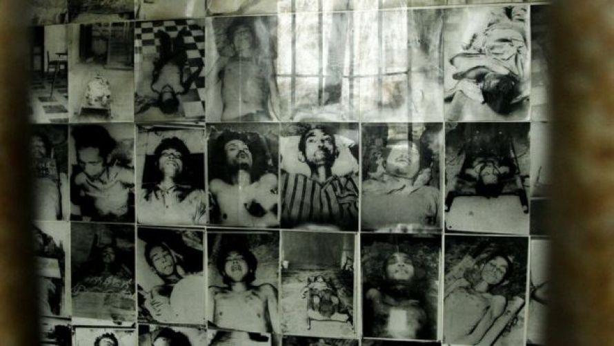 Ảnh tù nhân Khmer Đỏ ở nhà tù S-21 Tuol Sleng. Chế độ Pol Pot gây ra thảm sát ở Campuchia
