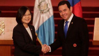 La presidenta de Taiwán, Tsai Ing-wen, junto al presidente de Guatemala, Jimmy Morales.
