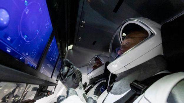Астронавт в кабине