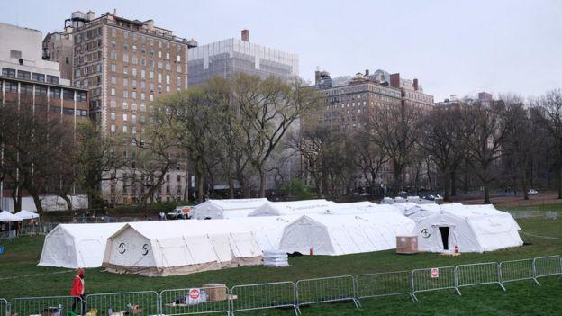 Hospital de campaña para pacientes con coronavirus en el Central Park de Nueva York