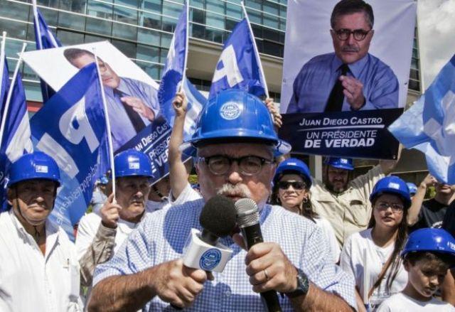 Juan Diego Castro en campaña en San José, Costa Rica, el 27 de enero de 2018.